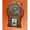 Secesní stojánek s  fotografii - Alfons Mucha