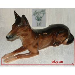Velký pes z majoliky zn. Hertwig & Co Katzhutte
